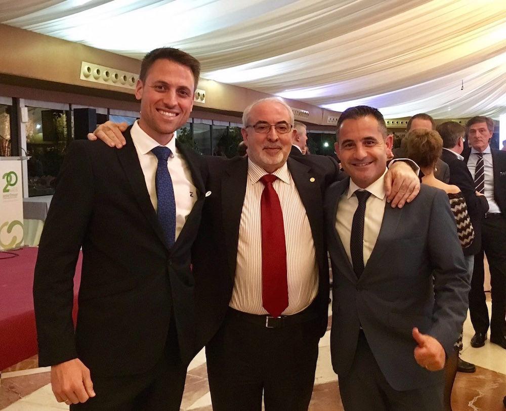 A la izquierda Pablo Soler con José Luis Mendoza de la UCAM y Fran García de MAZA Grupo