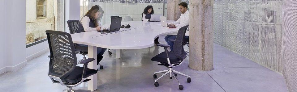 Mesa Krion oficina MAZA Grupo.