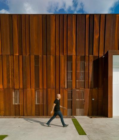 diseño fachada construida acero corten